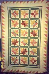 """Pierwszy 'prawdziwy' patchwork wykonany jeszcze """"na piechotę"""": szablony najpierw dla każdego elementu, potem odrysowywane i wycinane każdy z osobna."""